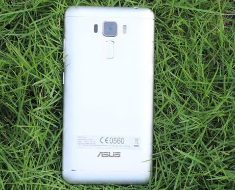 Zenfone 3 Laser con hon mot smartphone chuyen chup anh? - Anh 1