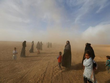 IS hanh hinh hang tram dan Mosul - Anh 1