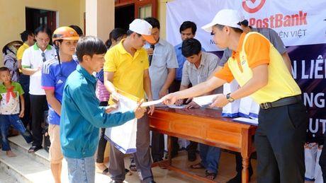 Ngan hang Lien Viet ho tro ba con vung lu Quang Binh 600 trieu dong - Anh 2