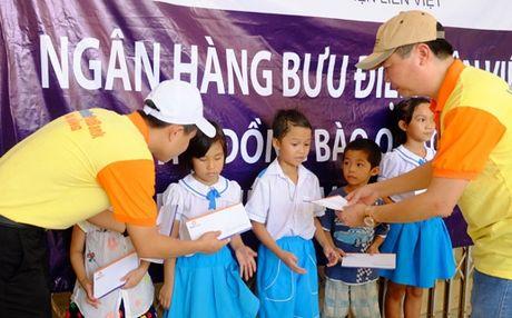 Ngan hang Lien Viet ho tro ba con vung lu Quang Binh 600 trieu dong - Anh 3