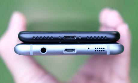 Phien ban mau den cua Galaxy S7 edge va iPhone 7 do dang - Anh 5