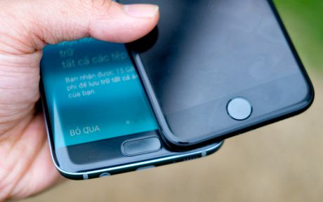 Phien ban mau den cua Galaxy S7 edge va iPhone 7 do dang - Anh 6