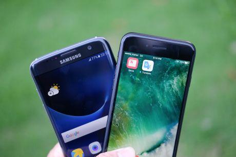 Phien ban mau den cua Galaxy S7 edge va iPhone 7 do dang - Anh 7