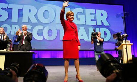 Scotland co the tach ra khoi Anh de o lai EU: 'Gay ong dap lung ong?' - Anh 1