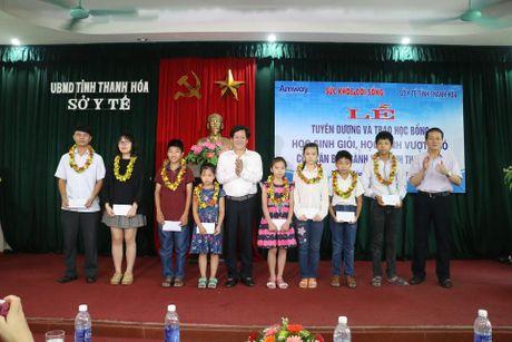 Bao SK&DS tiep suc cho uoc mo cua hoc sinh vuot kho Thanh Hoa - Anh 2