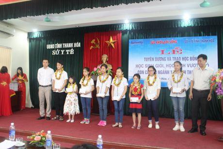 Bao SK&DS tiep suc cho uoc mo cua hoc sinh vuot kho Thanh Hoa - Anh 3