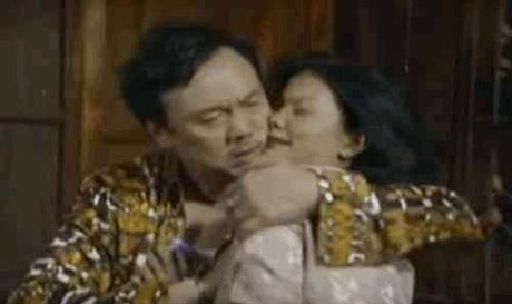 Xuan Hinh, Viet Huong phat om vi canh nhay cam - Anh 2
