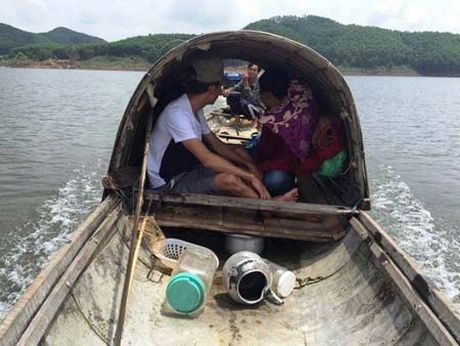 Lao nong trung dam trong mo vang khe Rui Rui - Anh 3