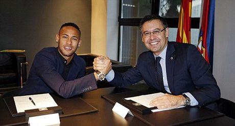 Barcelona 'troi chan' Neymar voi muc giai phong len 253 trieu euro - Anh 1