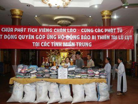 Phat tu chua Phat tich tai Lao chia se mat mat voi mien Trung - Anh 1