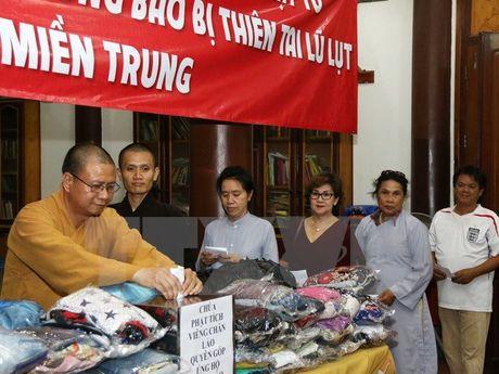 Phat tu chua Phat tich tai Lao chia se mat mat voi mien Trung - Anh 2
