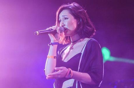 Anna Truong sexy qua doi tren san khau Hoang thanh Thang Long - Anh 3