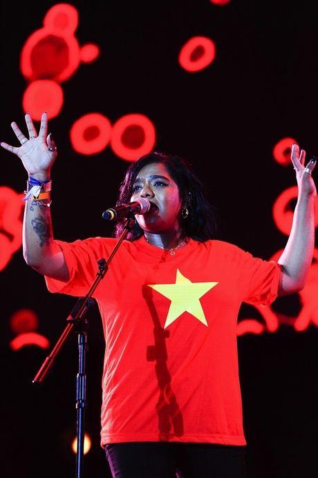 Anna Truong sexy qua doi tren san khau Hoang thanh Thang Long - Anh 7