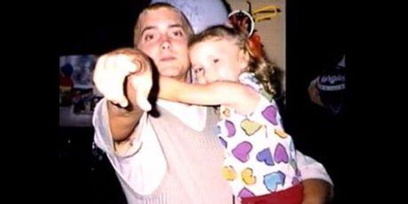 Con gai rapper Eminem lon nhanh nhu thoi, xinh den ngo ngang - Anh 4