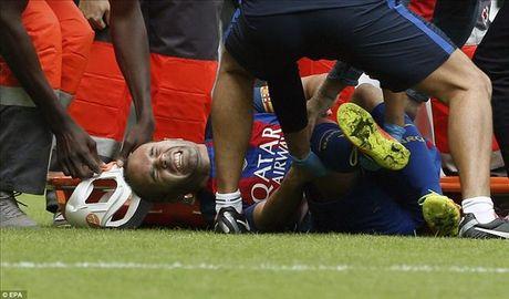 Valencia 2-3 Barcelona: Len dinh kich tinh nho Messi va Suarez - Anh 2