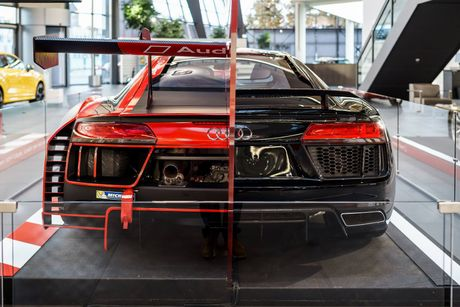 Sieu xe Audi R8 'cua doi' co 1 khong 2 tren The gioi - Anh 4