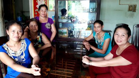Gia dinh trung so 92 ty phat qua cho hon 1.000 nguoi ngheo - Anh 3