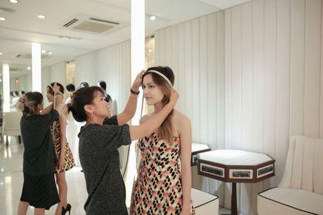 La Thanh Thanh gian di den thu do mo man show dien sap toi cua NTK Nguyen Cong Tri - Anh 2
