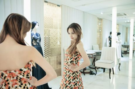 La Thanh Thanh gian di den thu do mo man show dien sap toi cua NTK Nguyen Cong Tri - Anh 3