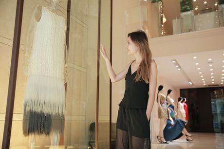 La Thanh Thanh gian di den thu do mo man show dien sap toi cua NTK Nguyen Cong Tri - Anh 6