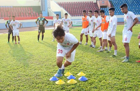 TRUC TIEP U.21 Than Quang Ninh 0-0 U.21 HAGL: Day song san Cam Pha - Anh 11