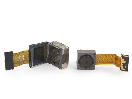 Ben trong Pixel XL: man hinh + bo nho trong + RAM cua Samsung, pin HTC, 6/10 diem iFixit - Anh 12