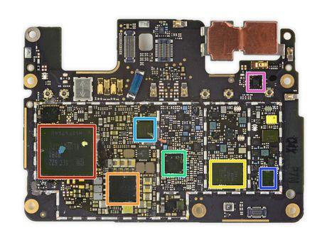 Ben trong Pixel XL: man hinh + bo nho trong + RAM cua Samsung, pin HTC, 6/10 diem iFixit - Anh 14
