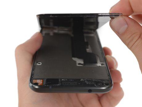 Ben trong Pixel XL: man hinh + bo nho trong + RAM cua Samsung, pin HTC, 6/10 diem iFixit - Anh 2
