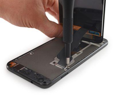 Ben trong Pixel XL: man hinh + bo nho trong + RAM cua Samsung, pin HTC, 6/10 diem iFixit - Anh 3