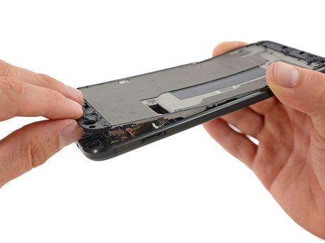 Ben trong Pixel XL: man hinh + bo nho trong + RAM cua Samsung, pin HTC, 6/10 diem iFixit - Anh 5