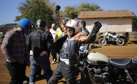 Dua xe mo to o Nam Phi - Anh 13