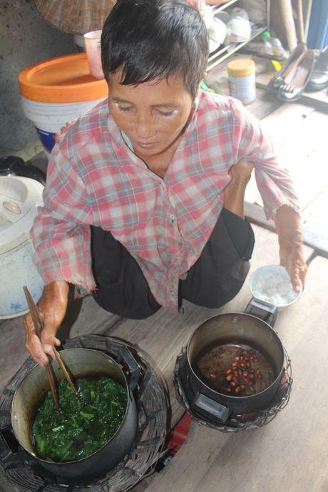 Nghen long canh doi co doc cua nguoi dan ba di tat o lang chai Thuy An - Anh 7