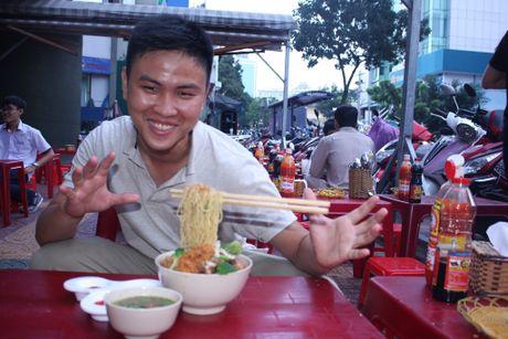 Mon mi bay 'lam mua lam gio' o Singapore vua cap ben Sai Gon - Anh 3