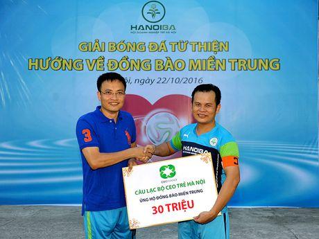 Hoi Doanh nghiep tre Ha Noi ung ho hon 300 trieu dong vi mien Trung - Anh 13