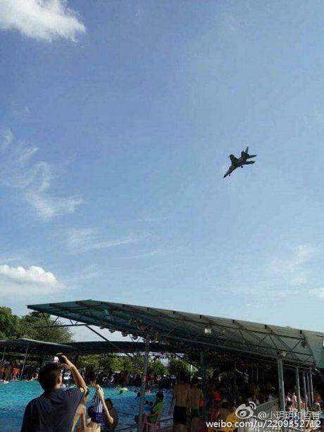 May bay nem bom JH-7 cua Trung Quoc bi nghi roi tai Quang Tay - Anh 1