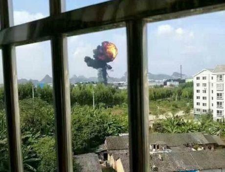 May bay nem bom JH-7 cua Trung Quoc bi nghi roi tai Quang Tay - Anh 2