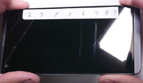 LG V20 toi ta vi bi 'rach mat' va 'be xuong song' - Anh 3