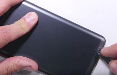 LG V20 toi ta vi bi 'rach mat' va 'be xuong song' - Anh 5
