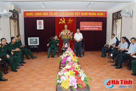 Bo Tu lenh QK7 trao qua cuu tro cho nguoi dan vung lu Ha Tinh - Anh 1