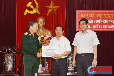 Bo Tu lenh QK7 trao qua cuu tro cho nguoi dan vung lu Ha Tinh - Anh 2