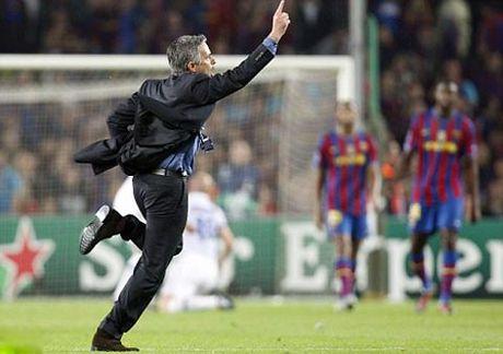 Mourinho gap lai Chelsea: Moi duyen lanh am mui thuoc sung - Anh 4
