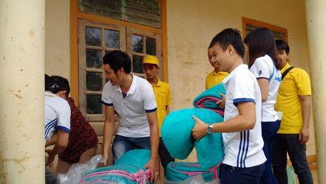 Bao Lao dong Thu do tiep tuc hanh trinh cuu tro tai ron lu Huong Khe - Anh 11