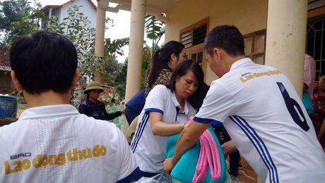 Bao Lao dong Thu do tiep tuc hanh trinh cuu tro tai ron lu Huong Khe - Anh 4