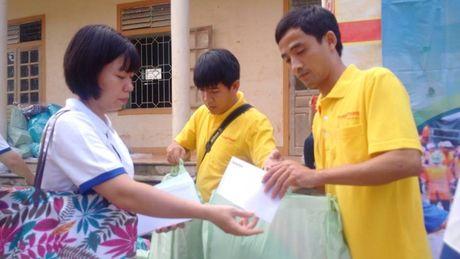 Bao Lao dong Thu do tiep tuc hanh trinh cuu tro tai ron lu Huong Khe - Anh 6