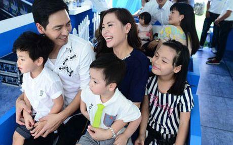 'Su that' cuoc song gia dinh cua MC Phan Anh phia sau su nang no cua anh - Anh 1