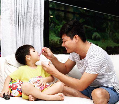 'Su that' cuoc song gia dinh cua MC Phan Anh phia sau su nang no cua anh - Anh 3