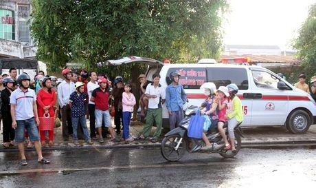 Quang Tri: Lai xe oto tai tu vong, mac ket 5 gio trong cabin bi bien dang - Anh 4