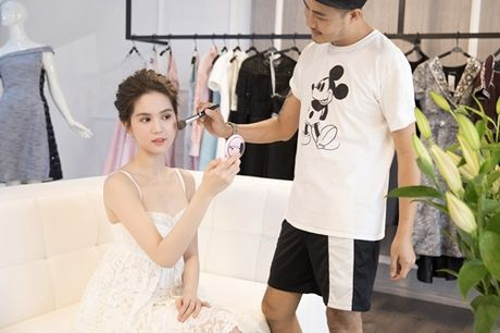 Ngoc Trinh dien vay dinh hang ngan vien pha le tai chung ket hoa hau Han Quoc - Anh 2