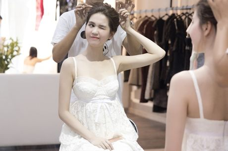 Ngoc Trinh dien vay dinh hang ngan vien pha le tai chung ket hoa hau Han Quoc - Anh 3