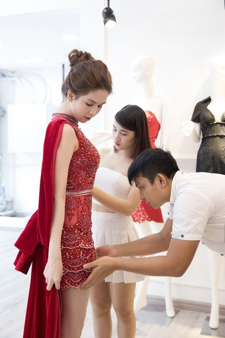 Ngoc Trinh dien vay dinh hang ngan vien pha le tai chung ket hoa hau Han Quoc - Anh 6